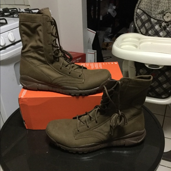 New nike sfb men boots size 15 color brown